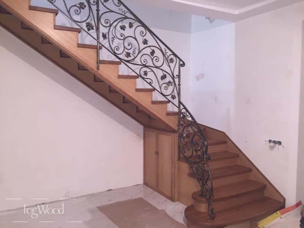 Лестница с кованными перилами по индивидуальным размерам