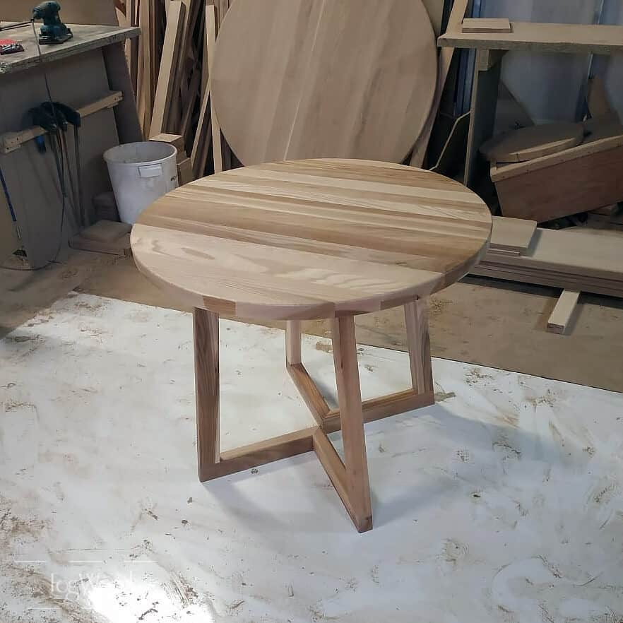 Круглый стол из массива ясеня на заказ