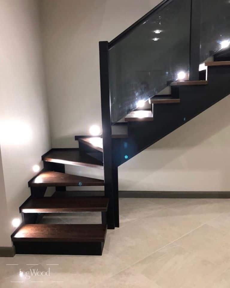 Лестница на металле из массива дуба на заказ