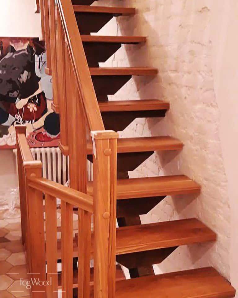 Межэтажная лестница из массива бука по индивидуальным размерам