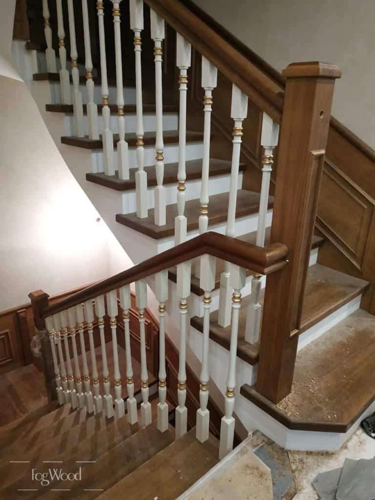 Обшивка бетонной лестницы с 1 на 3 этаж на заказ