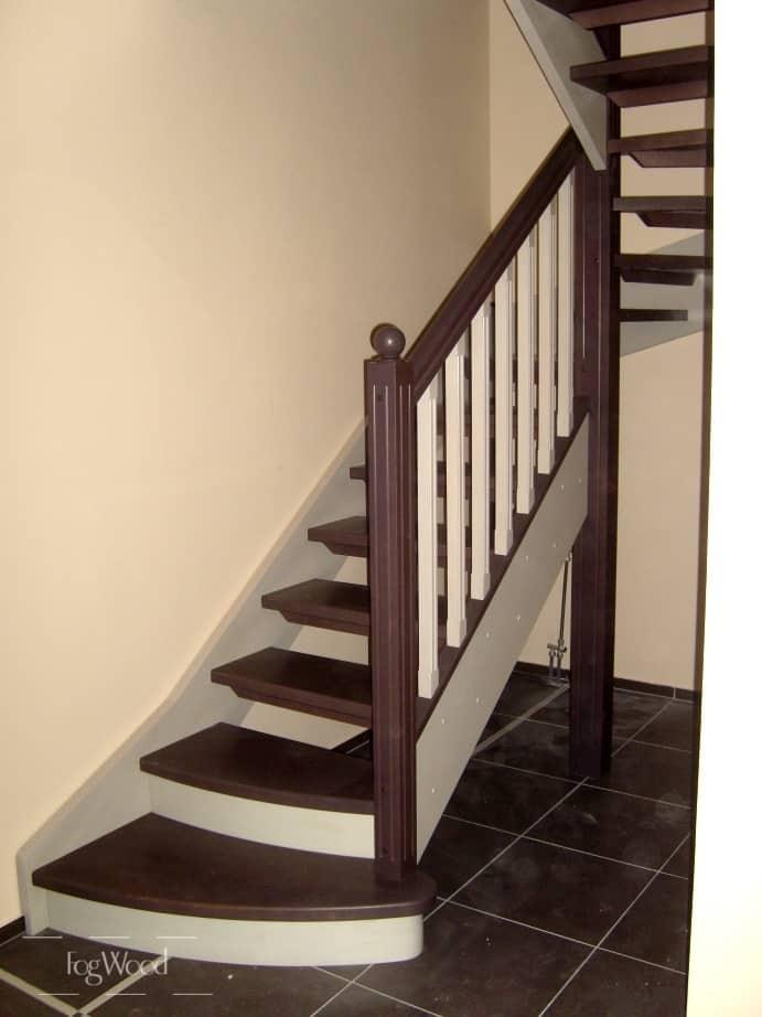 П-образная лестница с забежными ступенями на заказ