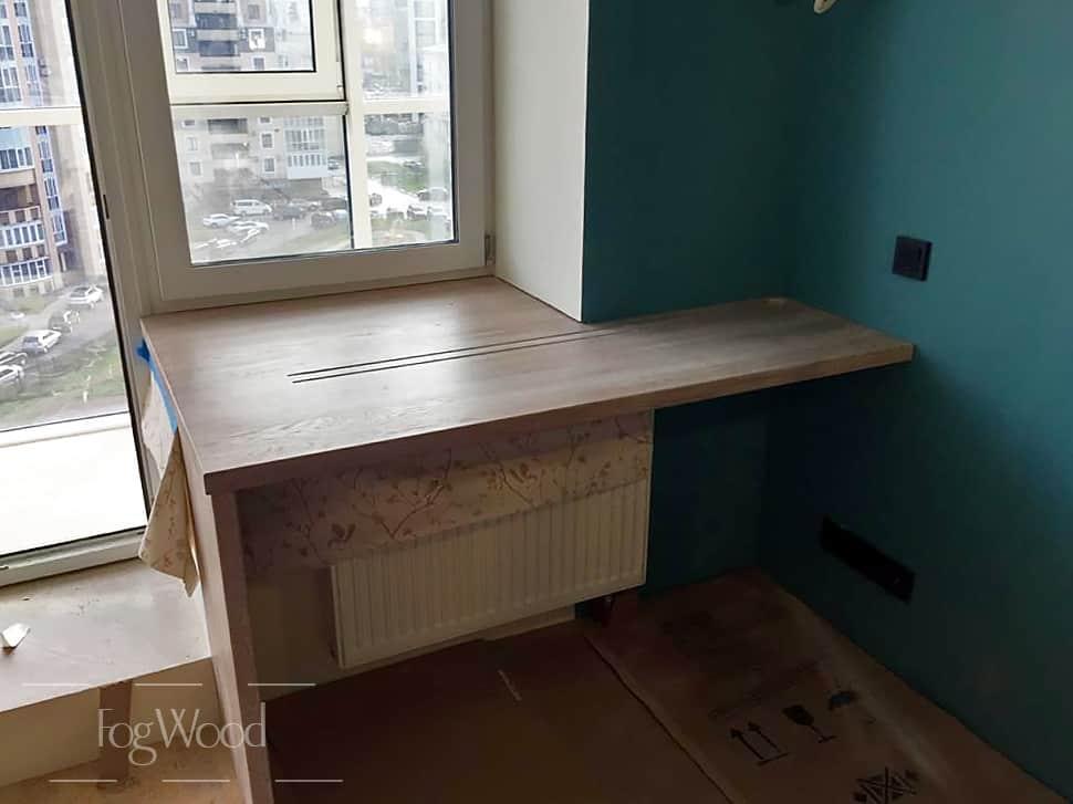 Подоконник-стол из массива дуба, покрытый белёным маслом на заказ