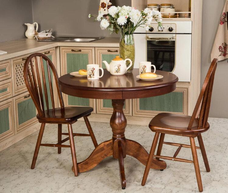 Круглый деревянный стол